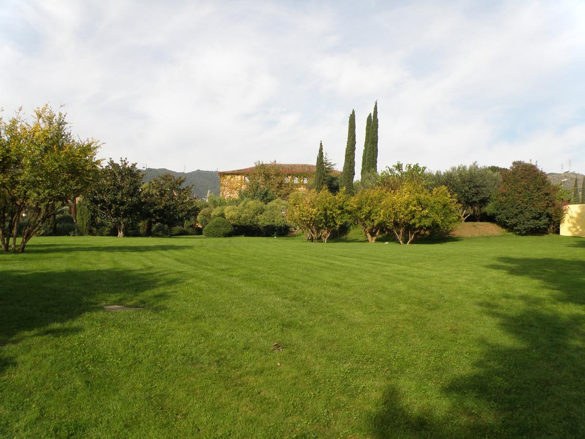 Jardineria en barcelona with jardineria en barcelona for Empresas jardineria barcelona